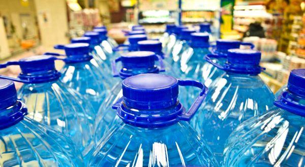 Katastrofalna poraba plastenk z vodo