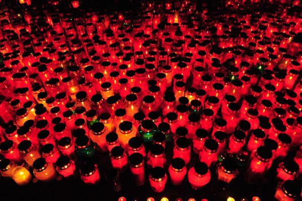 Ali  je  zagotovljeno učinkovito  ravnanje z odpadnimi nagrobnimi svečami?